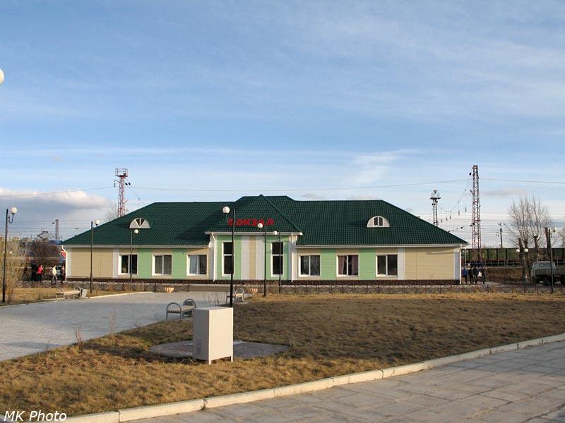 Вокзал Саянская со стороны посёлка