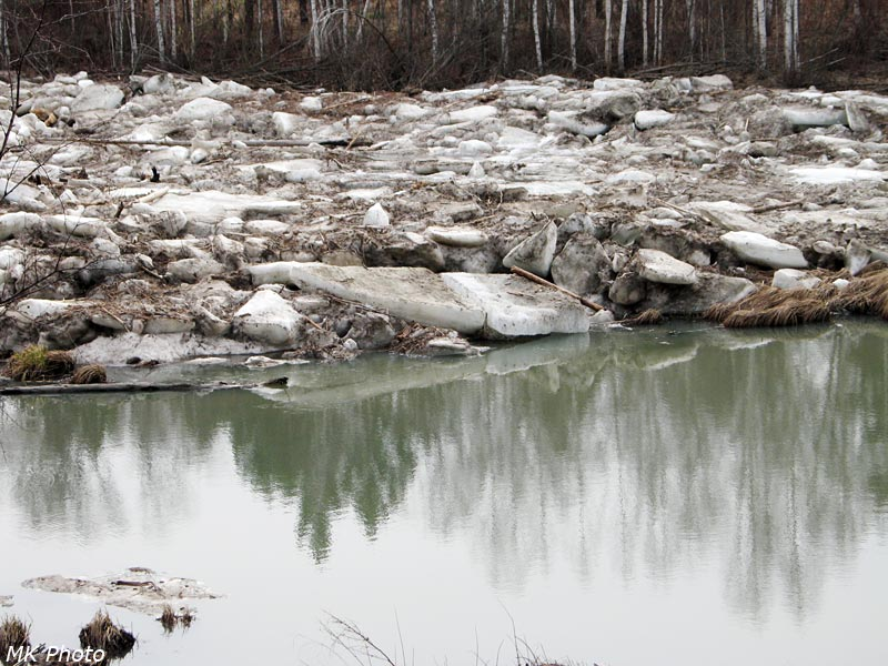 Протока Абакана с остатками наледи