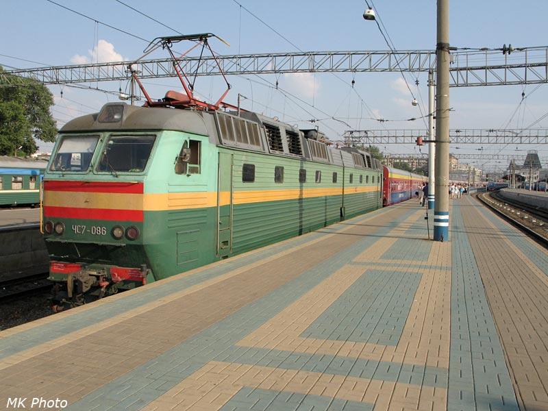 Электровоз ЧС7 номер 086 на Ярославском вокзале