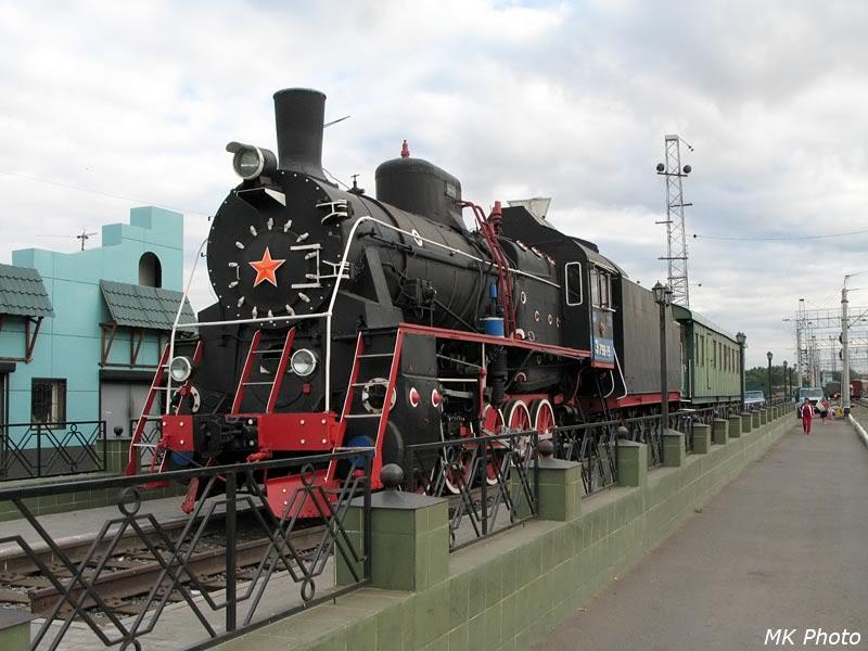 Паровоз-памятник на станции Омск