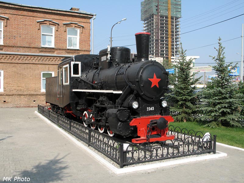 Узкоколейный паровоз-памятник